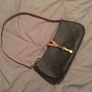 Handbags - Louis Vuitton Shoulder Bag